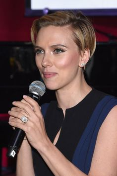 Pin for Later: Check Out Newlywed Scarlett Johansson's Wedding Ring!