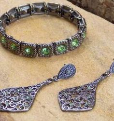 Conjunto de pulseira e brinco grafite strass verde