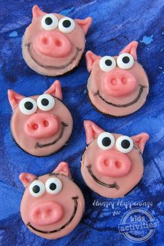 These simple oreo pig cookies will be a hit at any kids party. Pigs may be stinkers, but these Oreo Pigs are totally sweet. Fun Snacks For Kids, Kids Meals, Activities For Kids, Kid Snacks, Fruit Snacks, Lunch Snacks, Mini Desserts, Oreo Desserts, Oreos
