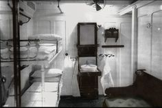 Second or third class cabin onboard the R.S Titanic. Cabin onboard the RMS Titanic Rms Titanic, Titanic Photos, Titanic Sinking, Titanic History, Titanic Movie, Ancient History, Belfast, Titanic Survivors, Modern History
