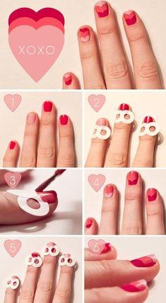 Aquí está el tutorial para las uñas de color rojo y rosa que puedes hacer con los adhesivos para reforzar las hojas de cartapacio. | 26 diseños de arte en uñas ridículamente adorables