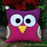 Crochet Owl Cushion for Tim – Gehäkeltes Eulenkissen für Tim Crochet Owl Pillows, Crochet Pillow Pattern, Crochet Owls, Knit Pillow, Crochet Home, Crochet Animals, Free Crochet, Crochet Patterns, Crochet Blocks