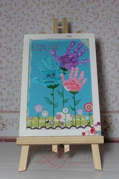 Kunterbunter Blumenstrauß mit den Handabdrücken der Kinder. Das ist ein tolles persönliches Geschenk für die liebe Mama, Oma, Tante...