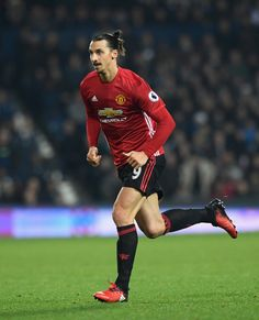 Zlatan Ibrahimovic Photos Photos - Zlatan Ibrahimovic of Manchester United in action during the Premier League match between West Bromwich Albion and Manchester United at The Hawthorns on December 17, 2016 in West Bromwich, England. - West Bromwich Albion v Manchester United - Premier League