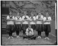 Friends School, Girls Basketball Team (circa 1905).  Library of Congress, Prints and Photographs Division, photo by Harris & Ewing, LC-H25- 91455-CA (between 1905 and 1945)