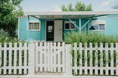 Mobil Homes en alquiler en el camping situado en primera línea de mar, en la Costa Dorada. Cinque Terre, Garage Doors, Outdoor Decor, Home Decor, Beach Feet, El Dorado, Decoration Home, Room Decor, Home Interior Design