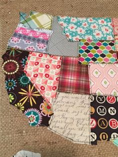 If you love sewing, then chances are you have a few fabric scraps left over. You aren't going to always have the perfect amount of fabric for a project, after all. If you've often wondered what to do with all those loose fabric scraps, we've … Sewing Projects For Beginners, Sewing Tutorials, Sewing Hacks, Sewing Crafts, Sewing Tips, Sewing Basics, Teen Sewing Projects, Sewing Ideas, Upcycled Crafts