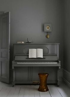 7 Easy And Cheap Useful Tips: Natural Home Decor Bedroom Inspiration natural home decor rustic baskets.Natural Home Decor Modern Plants natural home decor bedroom woods.Natural Home Decor Inspiration Spaces. The Piano, Piano Girl, Piano Man, Pianos Peints, Feng Shui, Vieux Pianos, Painted Pianos, Painted Furniture, Painted Floors
