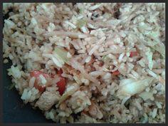 Ik heb tijden gezocht naar een goed nasi-recept, zonder een zakje mix of groentenpakketten. Deze is onze favoriet en zo gemaakt! Ik varieer...