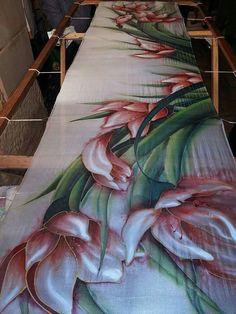 Saree Painting, Dress Painting, Fabric Painting, Fabric Art, Hand Painted Sarees, Hand Painted Fabric, Painted Silk, Batik Art, Silk Art