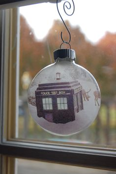 Glass Christmas Ornament - Set of 4 Tardis and Dr Who Christmas