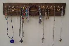 19 Fantastic DIY Hanging Jewelry Organizers That Everyone Must See – Jewelry Organizer Diy Diy Jewelry For Mom, Diy Jewelry Recycled, Diy Jewelry Hanger, Jewelry Wall, Hanging Jewelry Organizer, Jewellery Holder, Rustic Jewelry, Wooden Jewelry, Diy Wood Stain