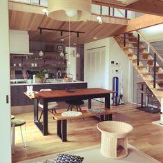 ever0723さんの、アルモニア,ルーバー扉,ねこと暮らす,吹き抜けのある家,リビング階段,部屋全体,のお部屋写真