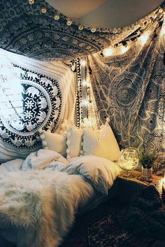 Bohemian Bedroom Decor Ideas - Discover bohemian bedrooms that will certainly inspire you to revamp your room this springtime. Bohemian Bedrooms, Boho Room, Bohemian Decor, Tapestry Bedroom Boho, Bohemian Tapestry, Bohemian Design, Vintage Hippie Bedroom, Tapestry On Ceiling, Ethnic Bedroom