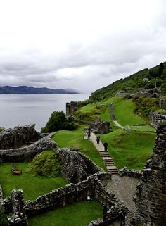 Urquhart castle lies on the shoreline of Loch Ness