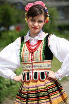 lunacylover:  Polish costumes:Lublin folk costume(ŁANY Song and Dance Ensemble)   Strój lubelski(Zespół Pieśni i Tańca ŁANY)