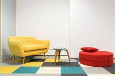 Proiect spatiu de birouri, realizat de Carpet&More. Descopera si celelalte proiecte din portofoliu! #officedesign #yellowchair #redchiar #multicolorcarpet  #Carpet&More Floor Chair, Accent Chairs, Flooring, Furniture, Home Decor, Upholstered Chairs, Decoration Home, Room Decor, Wood Flooring