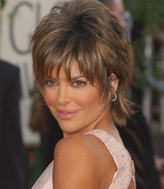 Lisa Rinna Short Hairstyles Back View Stacked Bob - Bing images Short Shaggy Haircuts, Short Shag Hairstyles, Short Hairstyles For Women, Hairstyles Haircuts, Cool Hairstyles, Shaggy Short Hair Cuts, Haircut Short, Short Hair With Layers, Short Hair Cuts For Women