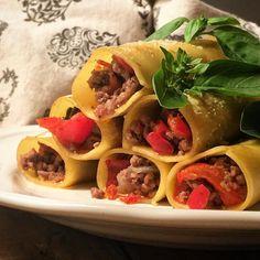 I miei cannelloni ripieni di ragù alla turca.. E vi chiederete.. Ragù alla turca dè che?!?!? Sorpresaaaaa!! Scopritelo sul blog!! Ma non temete ovviamente è una ricetta facile e low cost come piace a @tacchiepentole !!  #tacchiepentole #heelandpots #food #foodie #foodamology #foodlovers #foodiamo #amiciincucina #wow_delica #incucinaconmavie #womoms by tacchiepentole
