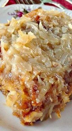 Texas tornado cake. Köstliche Desserts, Delicious Desserts, Dessert Recipes, Yummy Food, Dump Cake Recipes, Kahlua Recipes, Quick Dessert, Coconut Desserts, Sheet Cake Recipes
