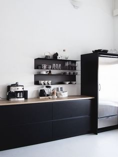 A striking black, white and wood kitchen in a Finnish home in a converted factory / Projekti Verkaranta - Jutta K.
