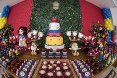 Uma festa linda inspirada na história da Branca de Neve! Venha ver os detalhes do lindo aniversário da María Julia, de 4 anos. #valwander #aniversário #brancadeneve