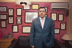 "Abogados Alonso & Garnacho. ""El primer despacho que implantó consulta online"" Su historia en www.negocioshumanos.com bit.ly/NegociosHumanos Alonso, Suit Jacket, Suits, Jackets, Fashion, Lawyers, Historia, Houses, Down Jackets"