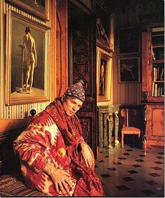 Rudolf Nureyev in his Paris Apartment, wearing a silk ikat. Emilio Carcano helped Nureyev decorate the apartment, which was photographed by Derry Moore for Architectural Digest in 1985 Rudolf Nureyev, Ballet Russe, Margot Fonteyn, Male Ballet Dancers, Mikhail Baryshnikov, Photos Originales, Ballet Beautiful, Paris Apartments, Modern Dance