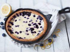Sitruunainen mustikkapiirakka Sweet Pie, No Bake Cake, Skillet, Pudding, Cupcakes, Desserts, Recipes, Food, Baking Cakes