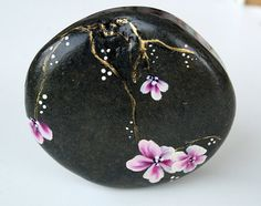 Nº47 painted pebble  painted stone painted rockpebble