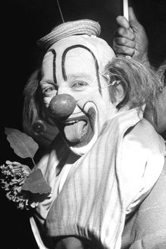 1948 Bing Crosby Circus Clown Photography Print Vintage Original Old Hollywood Photograph Bozo Scary It Fun Jester Joker Carnival Wall Decor Old Circus, Circus Art, Circus Clown, Night Circus, Circus Theme, Creepy Vintage, Vintage Clown, Vintage Carnival, Vintage Halloween