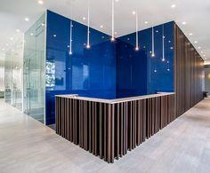 Meeting room, The Velopers, San Francisco, Panama - Bettis Tarazi #interiordesign #interiors #houseinteriors #office #comercial #panama #luxury #design #blue #reception #meeting #officeinteriors #spaces #officeinspiration