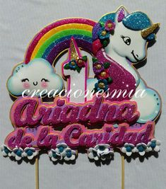 Por aquí dejo éste #tbt para despedir este jueves 🌈🌸 . . . #caketopper estilo #unicornio 🌈🌸🎂🎉 . . . - creacionesmia Birthday Candles, Cake Toppers, Diy And Crafts, Desserts, Mary, Design, Ideas, Frases, Unicorn Birthday Parties
