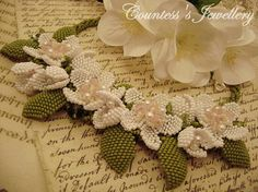 White flower necklace natural look jewellery beaded flowers