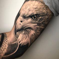 Tattoo Bicep, Hawk Tattoo, Forearm Sleeve Tattoos, Tattoo Sleeve Designs, Forearm Tattoo Men, Tattoo Designs Men, Body Art Tattoos, Lion Tattoo, Bald Eagle Tattoos