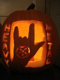 Heavy Metal \m/ Having trouble coming up with ideas for carving your pumpkin? This is easy to do and bad ass! Stay safe this season. Halloween Photo Frames, Halloween Themes, Halloween Pumpkins, Halloween Music, Pumpkin Song, Five Little Pumpkins, Metal Pumpkins, Extreme Metal, Blink 182