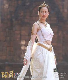 เมื่อไหร่จะถึงวันจันทร์ซักที อยากดูนาคีต่อแล้ว #นาคี #nakee #taewaew_natapohn #taewaew_in_lakorn #thaitv3 #thaitv3drama #creditonpic Thai Traditional Dress, Traditional Fashion, Traditional Outfits, Thai Wedding Dress, Khmer Wedding, Thai Fashion, Costumes Pictures, Thai Dress, Model Outfits
