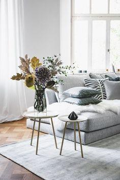 WESTWING COLLECTION! Eine eigene Interior-Kollektion zu kreieren, war seit der Gründung von Westwing unser Traum. Unser Kreativteam hat in der täglichen Arbeit rund um Wohn-Trends so viele Produktideen und Erfahrungen gesammelt, die wir mit der ersten Westwing Collection endlich für unsere Kunden umsetzen können. Jetzt exklusiv bei WestwingNow!// Wohnzimmer Teppich Sofa Couchtisch Kissen Deko Altbau Skandi Modern Vase Blumen #Wohnzimmer #Wohnzimmerideen #Altbau #Skandinavisch #WestwingCollection