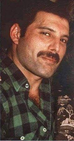 Love of my life 💜💜💜💜 Freddie Mercury Tattoo, Queen Freddie Mercury, Love Me Like, Love Of My Life, Queen Aesthetic, Queen Love, Queen Pictures, Lily James, John Deacon