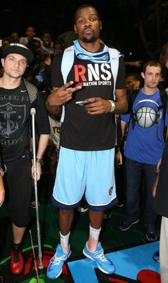 Kevin Durant wearing Nike KD VI Blue Orange