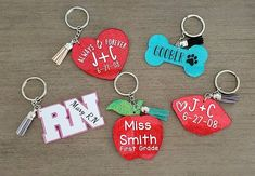 First Anniversary Gifts, Paper Anniversary, Anniversary Dates, How To Make Keychains, Diy Resin Keychain, First Grade, Teacher Graduation Gifts, Dish Washer, Family Christmas Ornaments