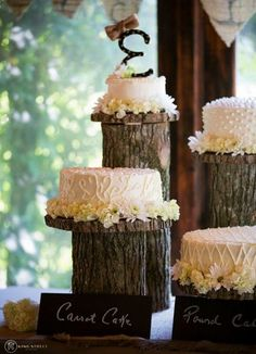 rustic chic wedding cake with tree stump display stand / http://www.himisspuff.com/rustic-wedding-ideas-with-tree-stump/6/