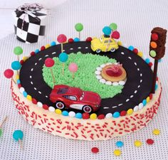 """Mon gâteau d'anniversaire spécial """"bolides"""""""