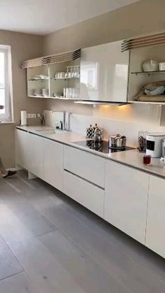 Luxury Kitchen Design, Kitchen Room Design, Interior Design Kitchen, Home Decor Kitchen, Kitchen Ideas, L Shaped Kitchen Interior, Modern Small Kitchen Design, Kitchen Wardrobe Design, Parallel Kitchen Design