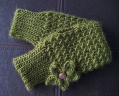 Free crochet pattern: Mossy Mitts in Sheep(ish) by Vickie Howell, designed by Brenda K.B. Anderson