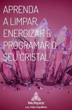 Aprenda como energizar e limpar os seus cristais de forma fácil. Crystals And Gemstones, Stones And Crystals, Feng Shui, Reiki, Wicca Witchcraft, Meditation Crystals, Good Energy, The Magicians, Tarot