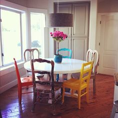 My friend Kara's awesome new paint job for her kitchen table and chairs!  <3 it!!