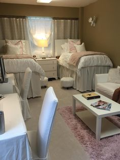 What Every College Freshman Needs to Know About Dorm Room Style College Dorm Room Ideas Colleg College dorm Freshman room Style Ole Miss Dorm Rooms, Pink Dorm Rooms, Cute Dorm Rooms, Dorm Room Ideas For Girls, Cute Dorm Ideas, Dorm Room Styles, Dorm Room Designs, Dorm Room Necessities, College Dorm Rooms