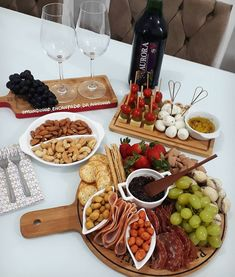 Chef Salad Recipes, Appetizer Recipes, Comida Picnic, Party Food Platters, Tapas, Charcuterie And Cheese Board, Snacks Für Party, Food Is Fuel, Küchen Design