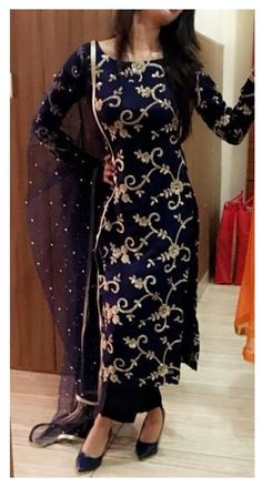Indian Party Wear Gowns, Party Wear Evening Gowns, Indian Gowns Dresses, Indian Fashion Dresses, Dress Indian Style, Indian Designer Outfits, Gown Party Wear, Salwar Suits Party Wear, Pakistani Fashion Party Wear